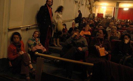 26_02_2006_dan_8_publika_na_projekciji_best_of_zagrebdox_kino_europa_20(1)